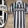 Camisa retrô Juventus Danone .